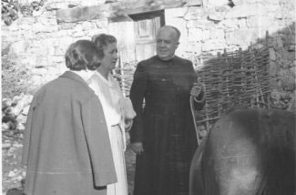 Fr. Valentín with villagers.