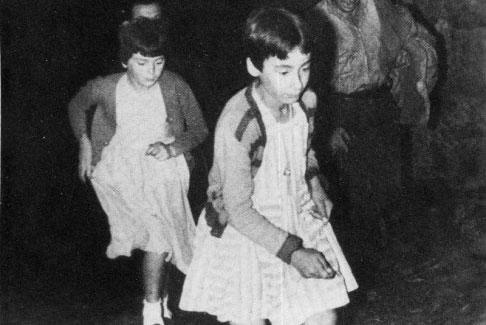 Mari Cruz y Jacinta running.